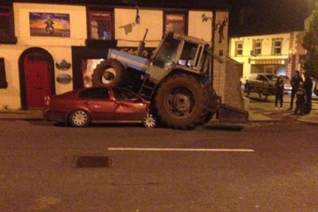 Nie uwierzysz jak zaparkował pijany kierowca traktora