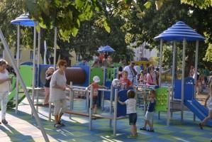 Jeden z zielono-niebieskich placów zabaw De Heus dla dzieci