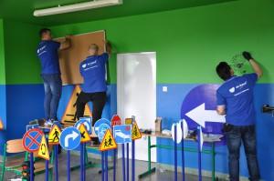 Remontowanie i urządzanie klasy lekcyjnej oraz malowanie zwierzątek na ścianie