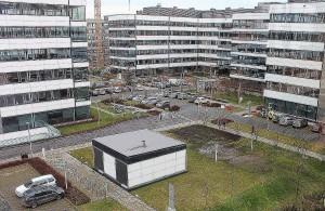 Wybór kompleksu Bussines Garden nie był przypadkowy. Jego właściciel zadeklarował budowę nowych obiektów biurowych, jeśli John Deere zechce rozwijać działalność i zwiększyć zatrudnienie.