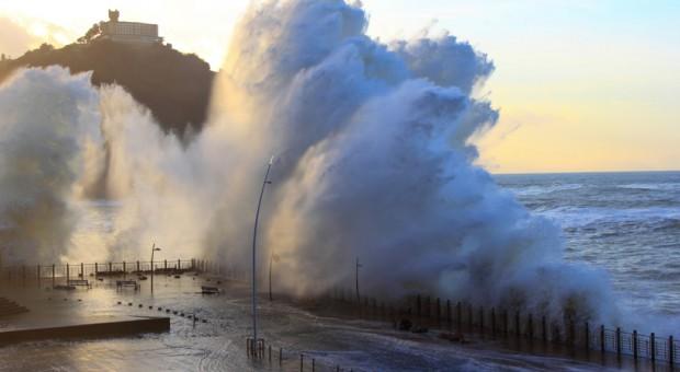 Sztorm Ana przyczynił się do skażenia wód w Portugalii i Hiszpanii