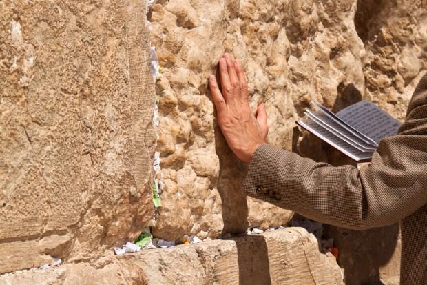 Publiczna modlitwa o deszcz pod Ścianą Płaczu