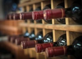 Zatrzymano ponad 5,6 tys. litrów wina bez polskich znaków akcyzy