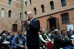 Mariusz Michalski z firmy Invigo zaprezentował zalety regulatora do skracania zbóż i rzepaku - preparatu Mepik 300 SL.