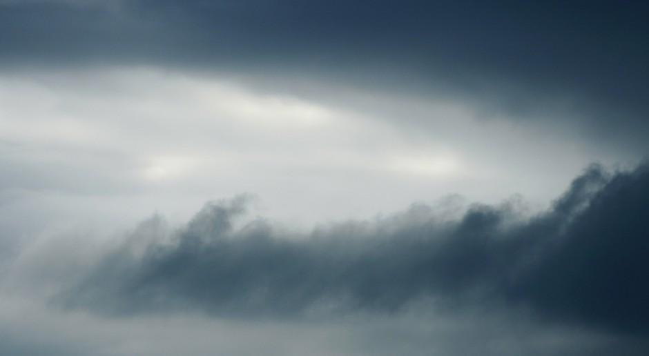 IMGW ostrzega przed silnym wiatrem; alerty w 14 województwach