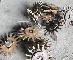 Gwiazdy rozgarniające wycięte z utwardzonej stali hardox, fot. P. Pietrzak