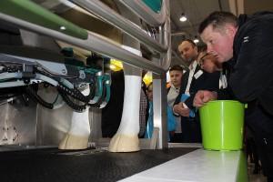 Uwagę producentów mleka przyciągały nowoczesne dojarki.