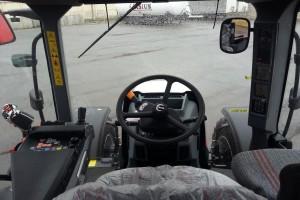Centrum sterujące maszyną znajduje się w całości po lewej stronie kierowcy