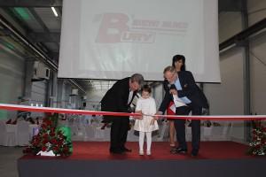 Wstęgę podczas  otwarcia hali przecięła wnuczka twórcy firmy Anastazja. Uroczystą galę poprowadził znany dziennikarz motoryzacyjny Włodzimierz Zientarski.