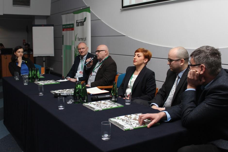 Debata ekspercka podczas konferencji