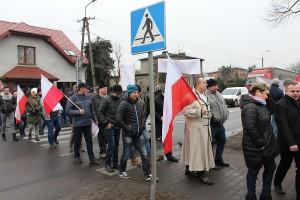 Rolnicy na pasach w centrum Błaszek. Wśród protestujących byli burmistrz Błaszek Karol Rajewski i wójt Wróblewa Tomasz Woźniak