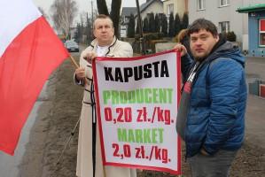 Protestujący zwracali uwagę m.in. na rażąco niskie ceny skupu ziemniaków i warzyw oraz horrendalne marże pośredników i marketów