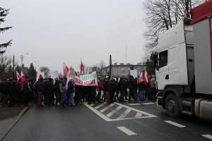 Rolnicy przez dwie godziny protestowali wychodząc co 10 minut na pasy