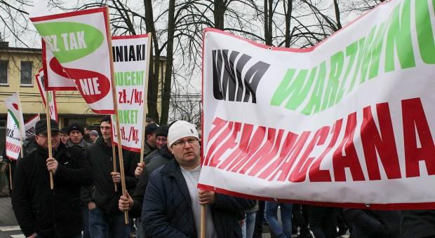 Rolnicy na drogach! Protesty plantatorów warzyw i ziemniaków pod Sieradzem