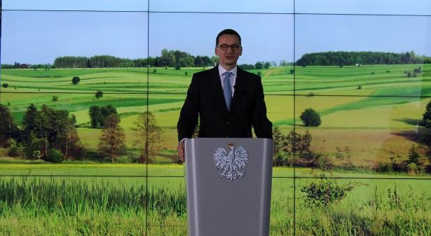 Premier i minister rolnictwa na obchodach Dnia Sołtysa w Przysusze