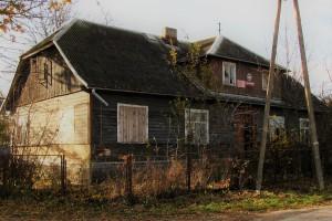Drewniana szkoła z lat 50. XX w. w Podlaskim Muzeum Kultury Ludowej