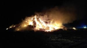 Kłęby dymu unoszące się znad pożaru utrudniały ruch na krajówce.