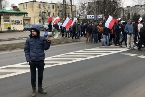Piątkowy protest w Błaszkach trwał jedynie kilkanaście minut. Na pierwszym planie Michał Kołodziejczak, lider Unii Warzywno-Ziemniaczanej.