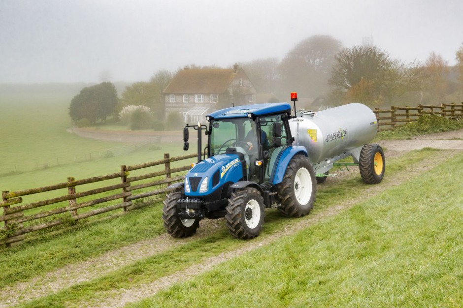 New Holland T4S 02.jpg