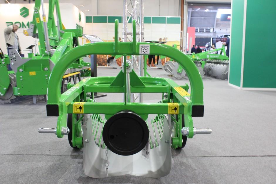 Mała kopaczka Bomet Ursa do współpracy potrzebuje mikrociągnika lub traktorka o mocy zaledwie 10KM, wyposażonego w TUZ kat. I, fot. ArT
