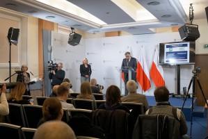 Według projektu ustawy o restrukturyzacji zadłużenia podmiotów prowadzących gospodarstwo rolne pomoc nie będzie bezwarunkowa. Wnioskodawca, czyli podmiot prowadzący gospodarstwo rolne, będzie musiał przedstawić plan restrukturyzacji, a plan ten musi zostać zaakceptowany przez - właściwy ze względu na położenie danego gospodarstwa. Fot. minrol.gov.pl