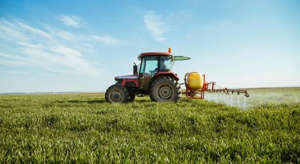 Francja: Ekolodzy za zakazem reklamy środków ochrony roślin