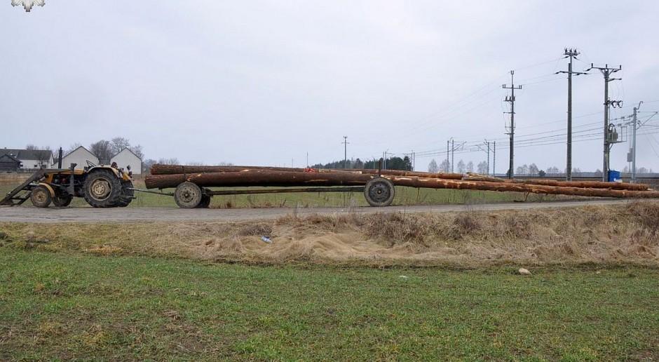 Zderzenie pociągu z transportem drewna na przejeździe pod Radzyniem Podlaskim