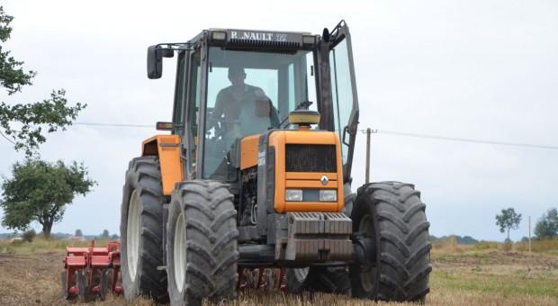 Renault 120.54 TZ –  traktor funkcjonalny i niedrogi