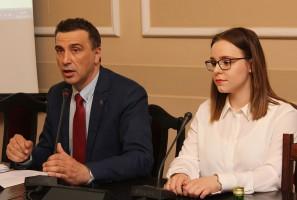 Poseł Jarosław Sachajko i Marta Korzeniak i koalicji Stop Fermom