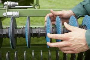 Jak ostrzyć noże pras i przyczep rotorowych?