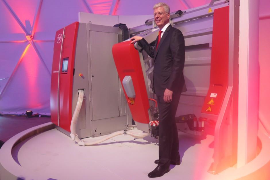Alexander van der Lely prezentuje nowy robot udojowy Astronaut A5