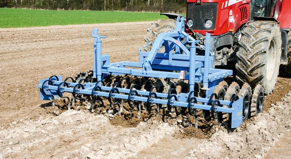 Uprawia glebę i dociąża traktor – wał uprawowy Mandam