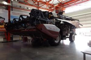 W centrum szkoleniowym mechanicy mają możliwość zapoznać się z tajnikami budowy maszyn produkowanych przez firmę, czyli m.in kombajnów...
