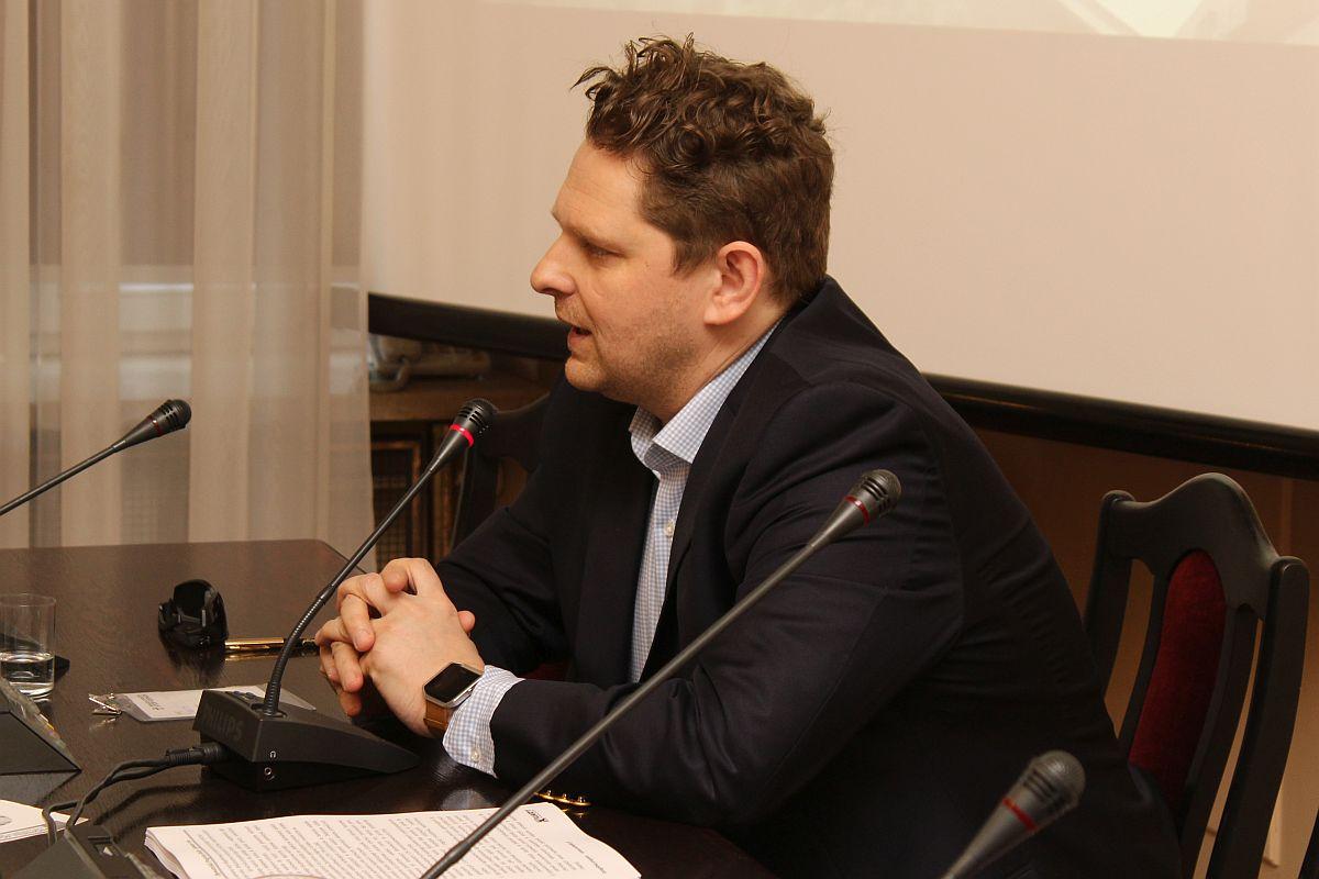 Opracowanie dotyczące rozwoju ferm i chlewni w Polsce przedstawił poseł Marek Opioła