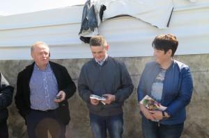 (od prawej) Alina, Michał i Piotr Strus odpowiadają na pytania dotyczące ich stada