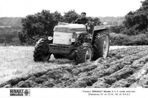 Renault Super D – pierwsze ciągniki ze sterowaniem podnośnikiem Tracto Control, źródło: http://atr-agri.com