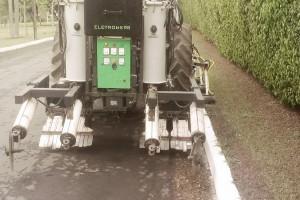 Maszyna do pielęgnacji użytków zielonych  fot. mat prasowe