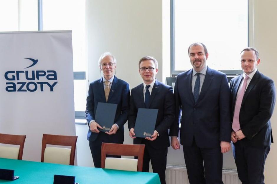 Jak wyjaśnił we wtorek Piotr Kuśtrowski, dziekan Wydziału Chemii UJ, podpisana umowa jest sformalizowaniem trwającej od wielu lat owocnej współpracy pomiędzy obu partnerami, fot. Adam Koprowski / www.uj.edu.pl/