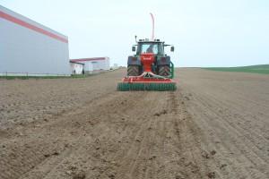 Wiosenny pokaż pracy agregatu Agro-Masz Grass 300, fot. ArT