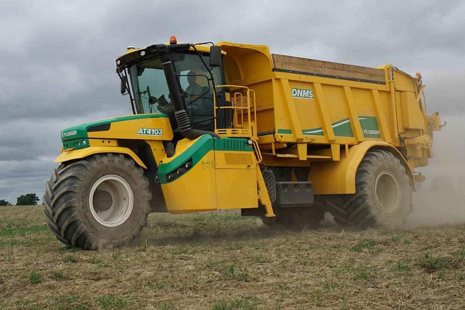 Jak zapewnia producent, AT 4103 mimo sporych gabarytów ma niewielki promień skrętu.