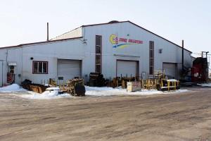 W fabrykach, które odwiedziliśmy, procesy produkcyjne odbywają się zarówno na obrabiarkach numerycznych, jak i tradycyjnych urządzeniach