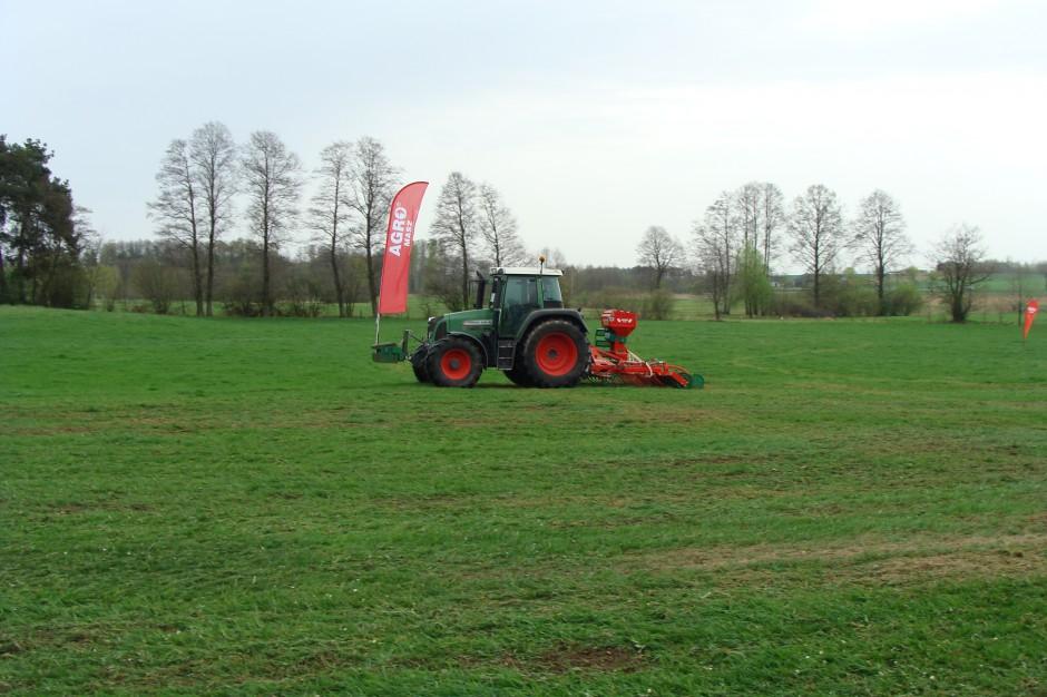 W połowie kwietnia br. odbył się pokaz prasowy nowego agregatu do siewu i podsiewu traw Agro-Masz Grass 300, fot. ArT