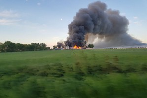 Gęsty dym widać było z odległości kilku kilometrów. Foto: OSP Objezierze