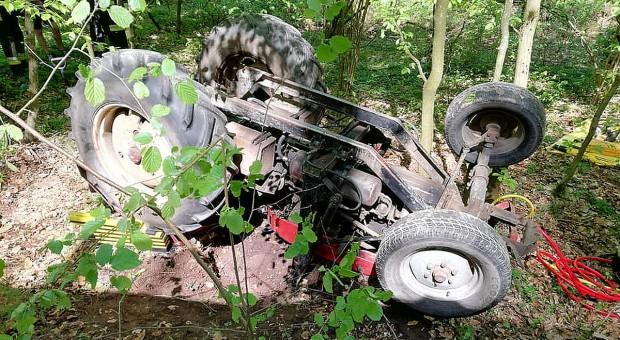 Wypadki z udziałem ciągników – dwoje rannych, jedna ofiara śmiertelna