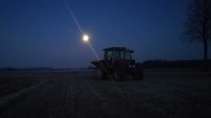 Rozsiewanie siarczanu amony przy pełni księżyca