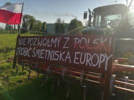 Jak podaje portal mojaleczyca.pl kolumna składająca się z 200 pojazdów przemieszcza się do ronda w Emilii gm. Zgierz i z powrotem do Topoli Królewskiej, w rejon skrzyżowania z drogą K-60, fot. R. Kobus