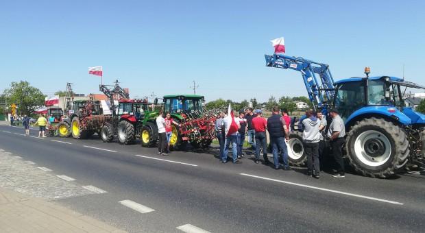 Rolnicy wyjechali na drogi. Trwają protesty [zdjęcia]
