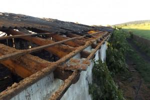 Drewniane stropy i dach strawił ogień