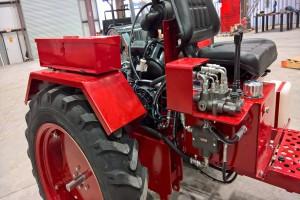 Względem pierwowzoru ciągnik oferuje wydajniejszą hydraulikę, wspomaganie i 12 V instalację fot. mat prasowe