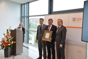 Podczas uroczystości współpracujący z SDF dealerzy otrzymali dyplomy w uznaniu za wieloletnią współpracę